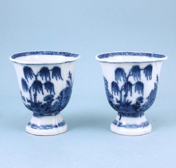 Pair of Chinese Export porcelain Beakers