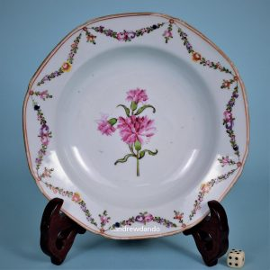 Chinese Export Porcelain carnation Plate (b)