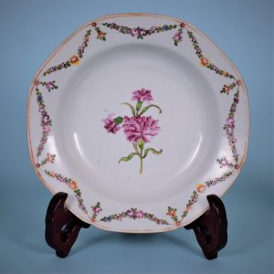 Chinese Export 'Carnation' Pattern Plate