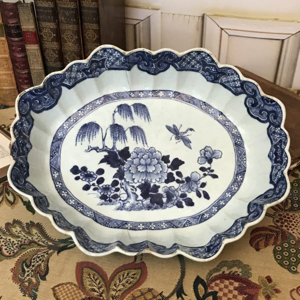 Chinese Export porcelain Serving Bowl.