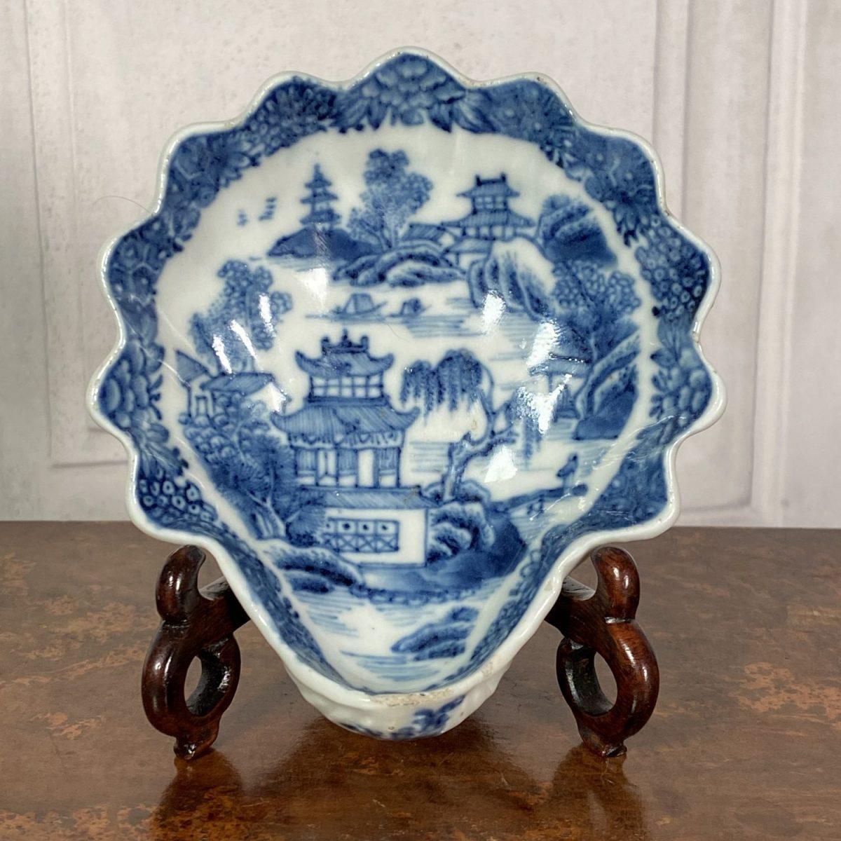 Chinese Export Porcelain Shell Shape Dish. (b)